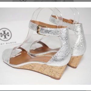 NWOT Tory Burch Silver Savannah Sandal Ankle Strap